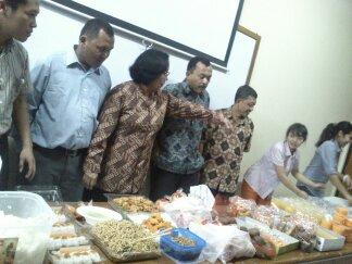 Acara Kebersamaan dengan Dosen, para Staff dan teman-teman di UKI :)